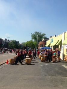 "Taiko Drummers as runners undertake the ""assault on Battery Hill"""